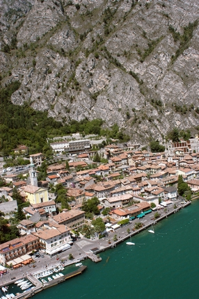 Limone sul Garda: nature, lemon house and olive groves. Tourist information about apartments, camping and hotels for your holidays to lake Garda, Italy.